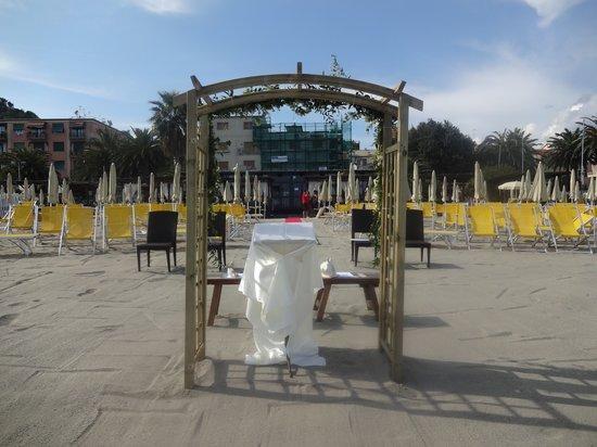 Matrimonio Spiaggia Albisola : Matrimonio in spiaggia foto di soleluna albissola