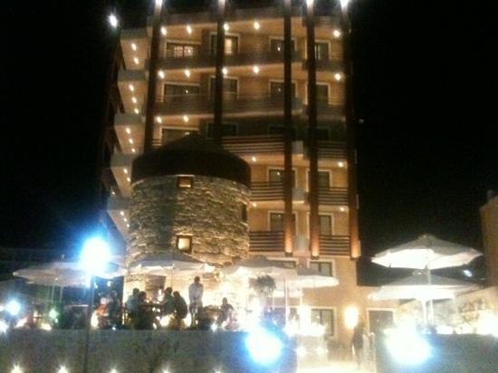 Bellevue Suites & Botrini's Restaurant