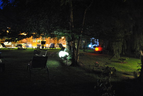 La Nicoulette : the garden by night