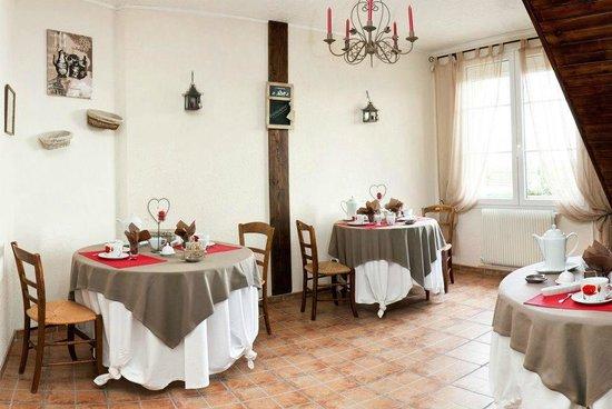 Chambres d'Hotes Le Secret de la Conte: Salle du petit-déjeuner