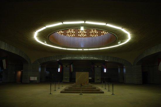 http://media-cdn.tripadvisor.com/media/photo-s/04/56/72/37/cenotaph-in-the-voortrekker.jpg