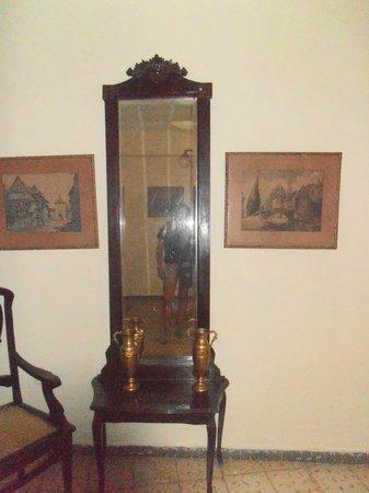 Casa Mirelis: vista del salón de la planta de abajo