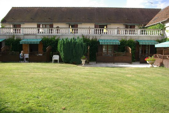 Golf Hotel de la Carte : Rooms ~ view of rear terrace.