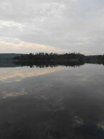Cross River Lodge: Gunflint Lake from the dock.