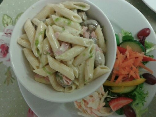 Yummy Pasta - Foto di Fountain Cottage Cafe & Tearoom, Bellingham ...