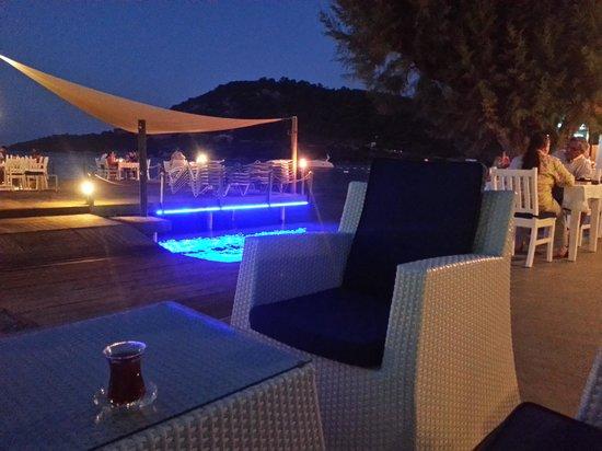 Babana Hotel: sahil gece