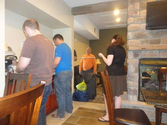 Crystal Springs Inn & Suites : Checking out and enjoying the breakfast area