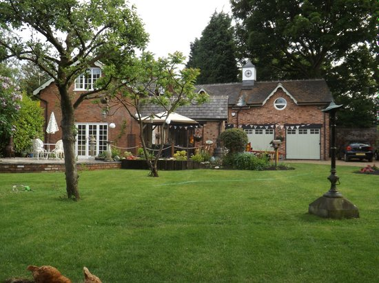 Coachmans Cottage: Cottage and gardens