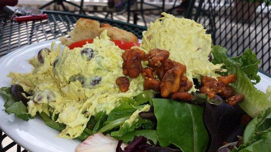 Tomato Pie Cafe: Thai chicken salad