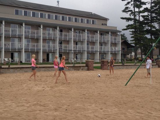 Dunes Waterfront Resort: Teens loved beach volleyball- very kid friendly