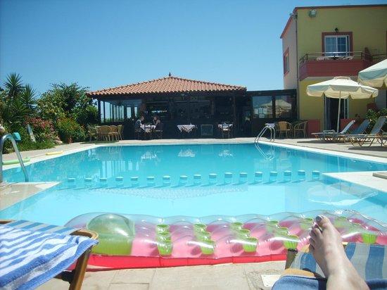 Haridimos Apartments: View of pool and Katerinas Taverna