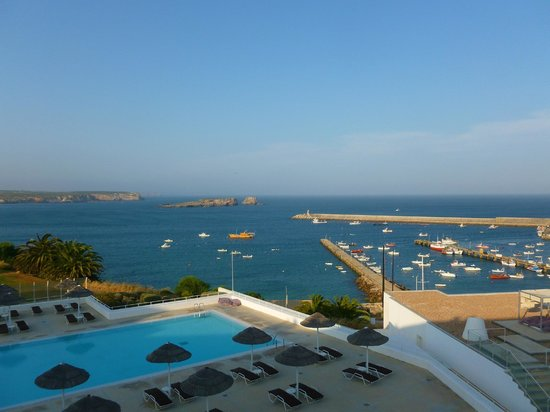 Memmo Baleeira Hotel: View from superior room over the pool and the harbour