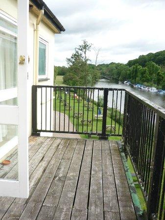 The Lenchford Inn: Empty (communal) terrace