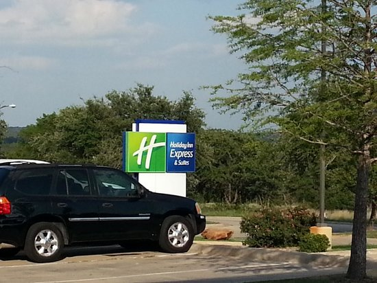 Holiday Inn Express Hotel & Suites - Glen Rose: Parking