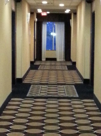 Holiday Inn Express Hotel & Suites - Glen Rose: Hallway