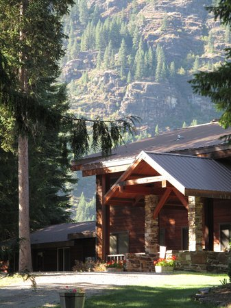 Bighorn Lodge in the summer