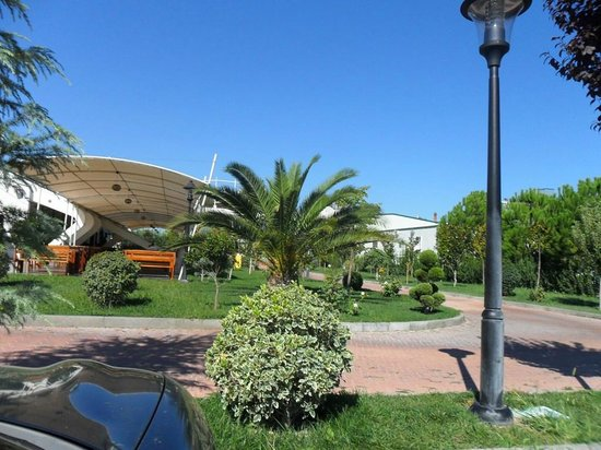 Te Stela Resort : The green area in front of the hotel