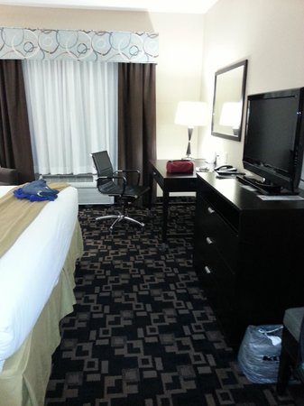 Holiday Inn Express Hotel & Suites - Glen Rose : Room with flat screen and desk.