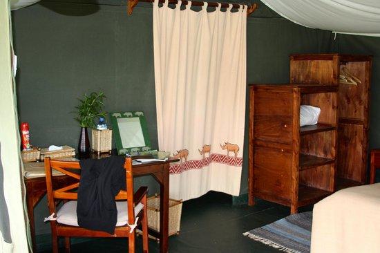 Porini Rhino Camp: The tent writing desk