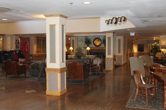 Fairbanks Princess Riverside Lodge: The Lobby