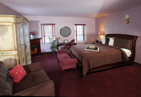 Medbery Inn and Day Spa: Whirlpool and Fireplace Suites at The Medbery Inn