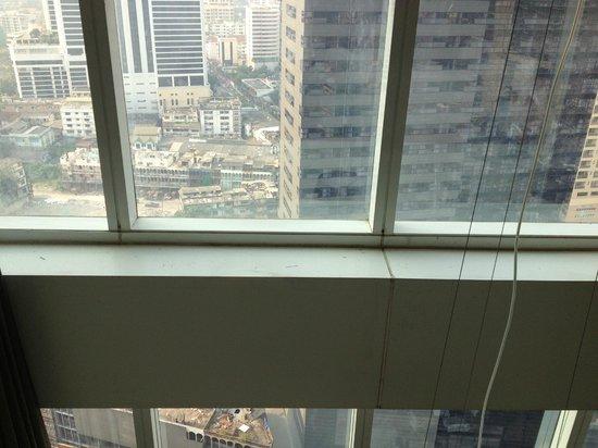 S31 Sukhumvit Hotel: durty room window