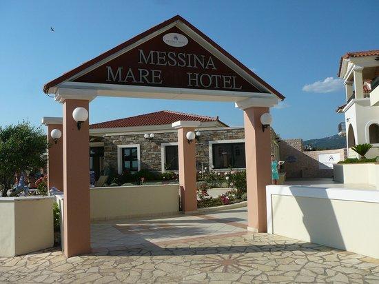 Messina Resort Hotel : Вход
