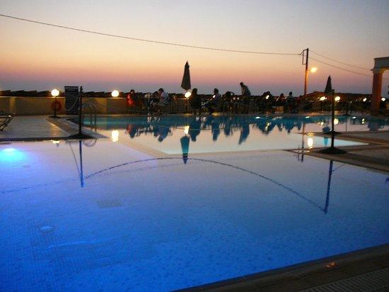 Messina Resort Hotel : Бассейн