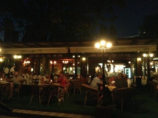 Zeleni Gaj: зал ресторана, еще есть. пста на берегу
