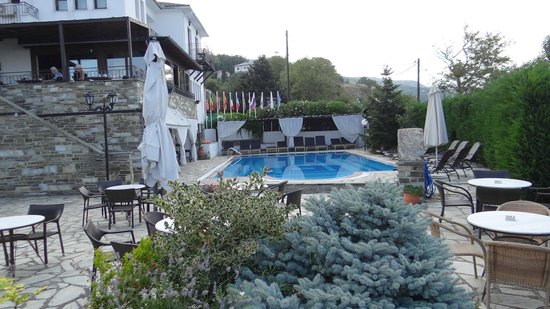 Portaria Hotel : The pool from the garden