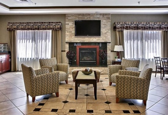 BEST WESTERN PLUS Montezuma Inn & Suites : Fireplace in lobby