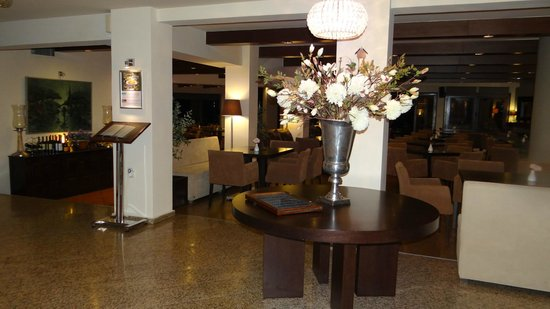 Portaria Hotel : The lobby by the reception