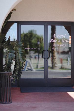 Bakersfield RV Resort: Crest Bar & Grill