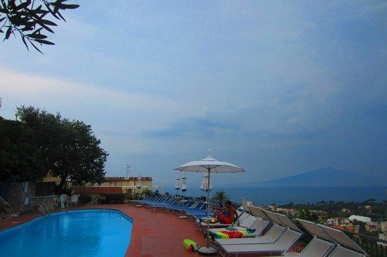 Cristina Hotel: Pool