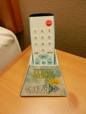 Best Western Turquoise Inn & Suites : Clean remote (the answer to issues with remote cleanliness)