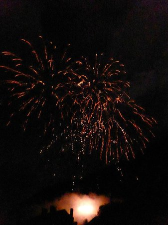 Chalet le Chapeau Bleu: Saint Beat Fireworks!