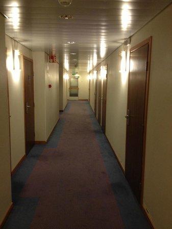 Original Sokos Hotel Royal Vaasa : the first loooooong corridor on the way to our room in the annex
