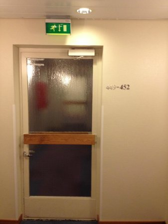 Original Sokos Hotel Royal Vaasa: the second fire door on the way to our room in the annex