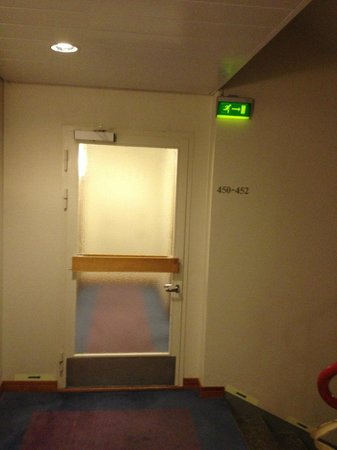 Original Sokos Hotel Royal Vaasa: the third fire door on the way to our room in the annex......