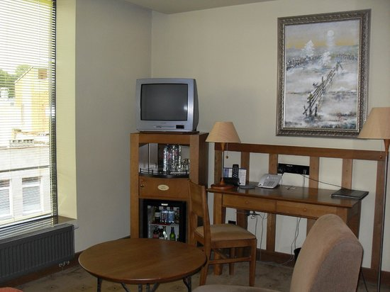 BEST WESTERN Santakos Hotel: la chambre 417 côté bureau