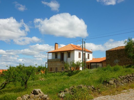 """Quinta Pero Martins: The B&B """"Quinta P. Martins"""" in the village with the same name."""