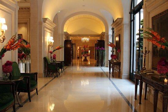 Four Seasons Hotel George V: le long couloir