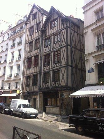 Eye Prefer Paris Tours : oldest house in paris