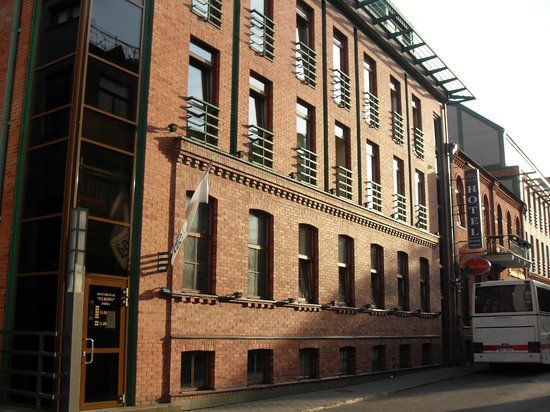 Best Western Santakos Hotel: l'hôtel côté rue