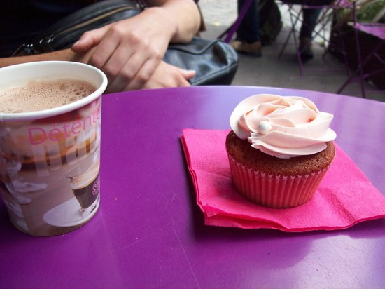 Cupcake fraise citron avec le chocolat chaud - Picture of Bertie's ...