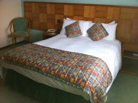 Ramada Leicester Stage: my comfy retro room