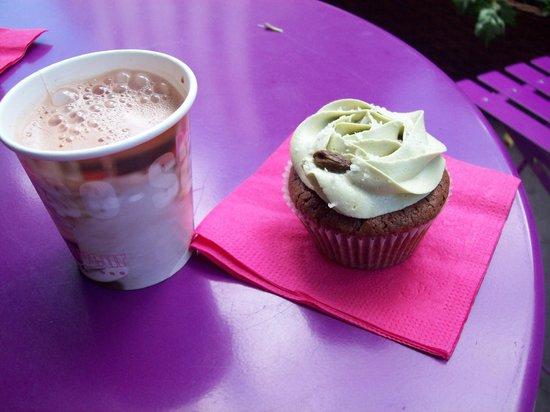 Bertie's CupCakery: Cupcake pistache chocolat avec le chocolat chaud