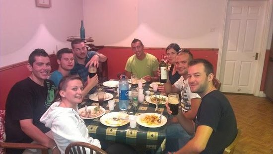 Muiris Dan's Bar and Accommodation: Our happy Swiss friends enjoying dinner in Muiris Dans
