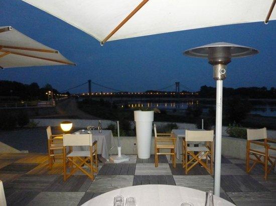 Restaurant La Charbonnière : Terrasse la nuit