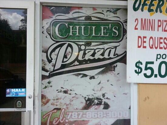 Chule's Pizza: Front Door